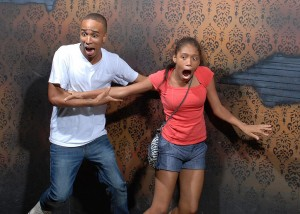 scared-people-haunted-house-nightmare-factory-04